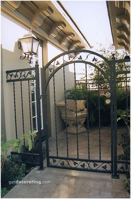 Cercos Para Patio Ideas Para Cercos Muros Diseno De Paredes Exteriores Diseno De Portones Getdeco Iron Garden Gates House Landscape Entrance Gates Design