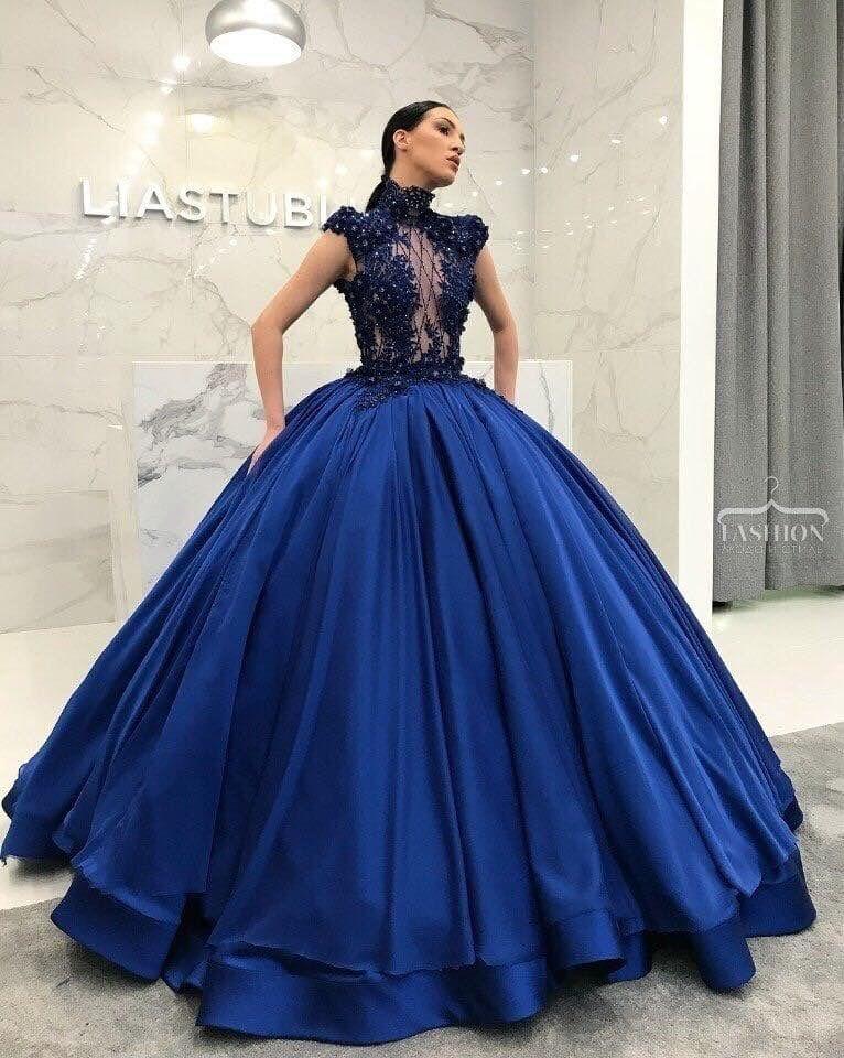Vestidos de novia con detalles azul rey