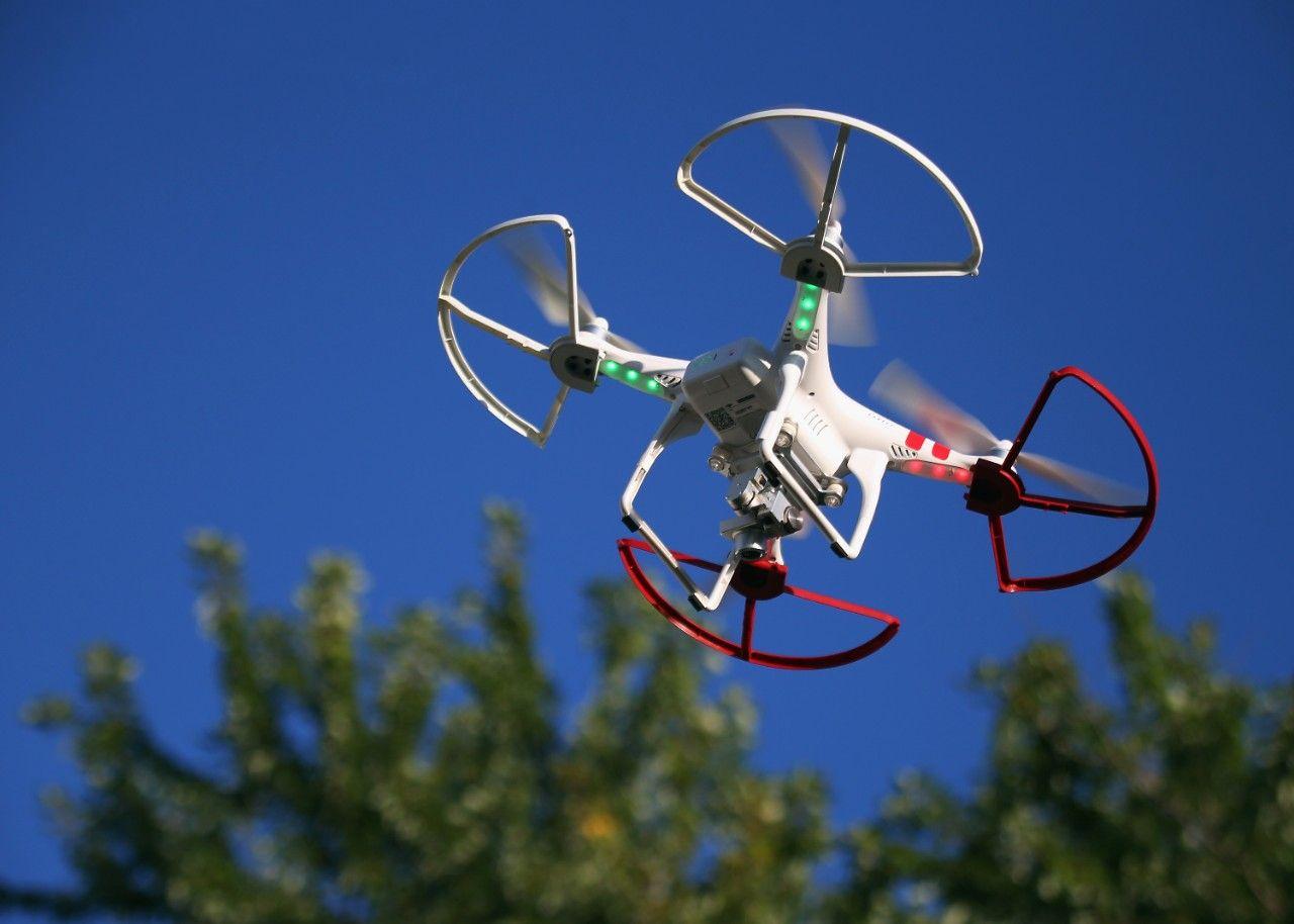 """How High Is 400 Feet?"" The FAA's #DroneRegistration FAQ from. Future Tense http://www.slate.com/blogs/future_tense/2016/01/05/the_faa_s_hilarious_faq_about_drone_registration.html #FAADrone"