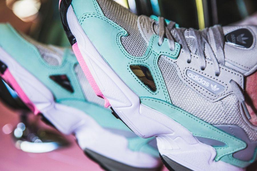 Anillo duro cada Peave  adidas - Falcon W (grey / mint) - B28127   Sneaker, Sneaker store, Air max  sneakers