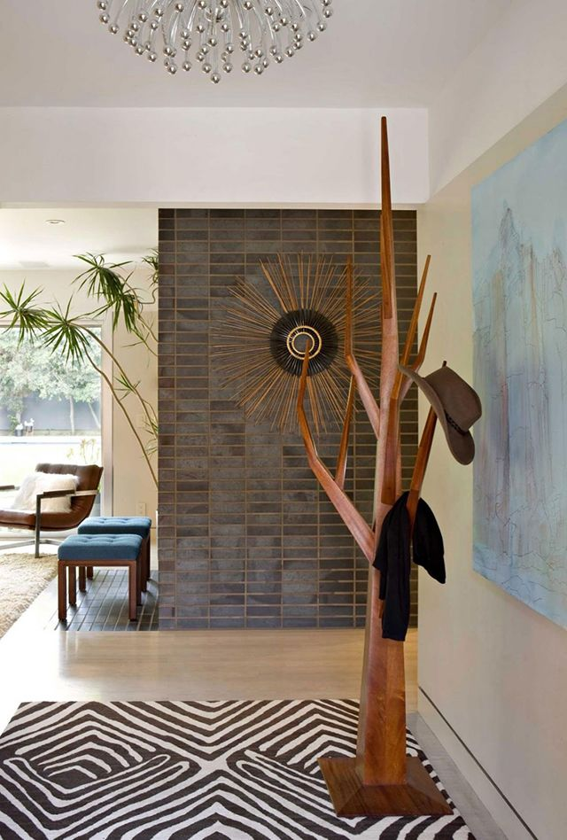 Wow amazing coat tree brentwood residence decorated jamie - Maison moderne interieur eclectique jamie bush ...
