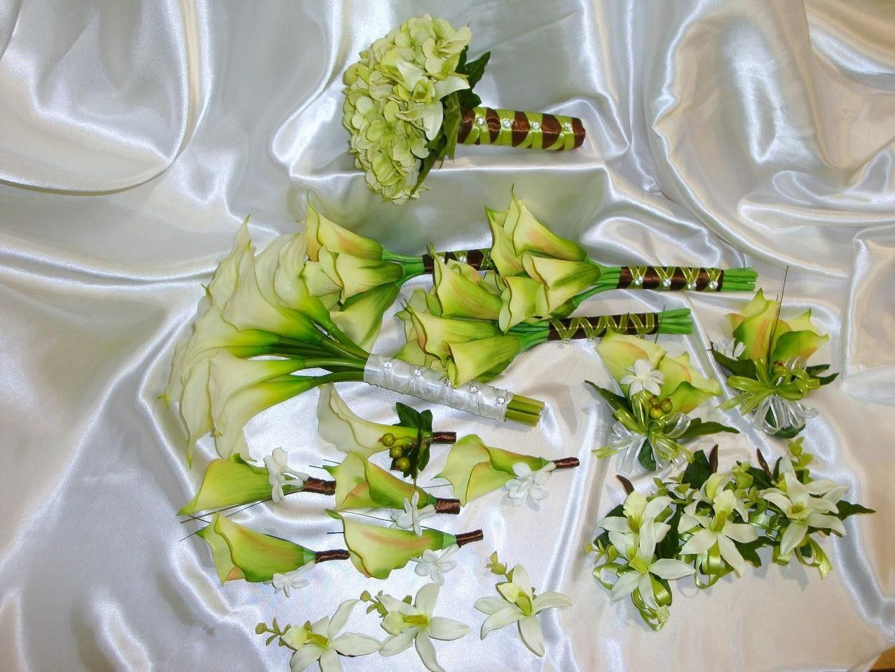 Wedding bouquet with calla lilly 19 piece green white silk calla wedding bouquet with calla lilly 19 piece green white silk calla lily wedding package izmirmasajfo Choice Image