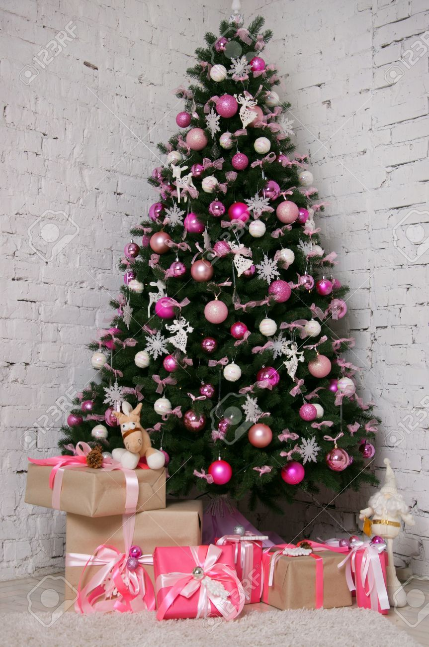 weihnachtsbaum rosa pink und wei geschm ckt christmas. Black Bedroom Furniture Sets. Home Design Ideas