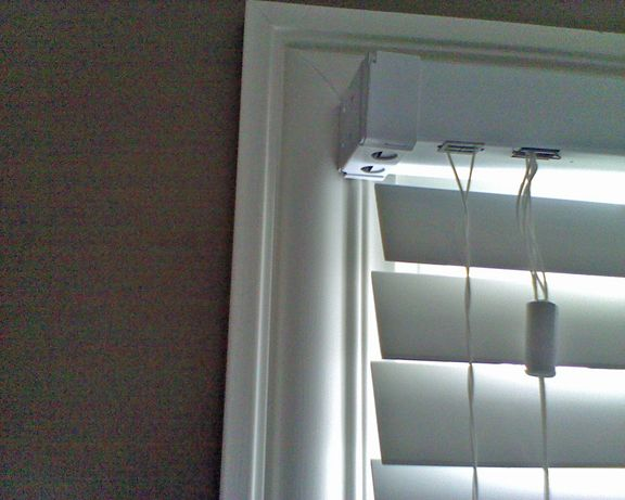 I Would Like To Hang Iside Mounting 2 Quot Slat Faux Wood Blinds In The Window Pictured Below However After Doing Som Inside Mount