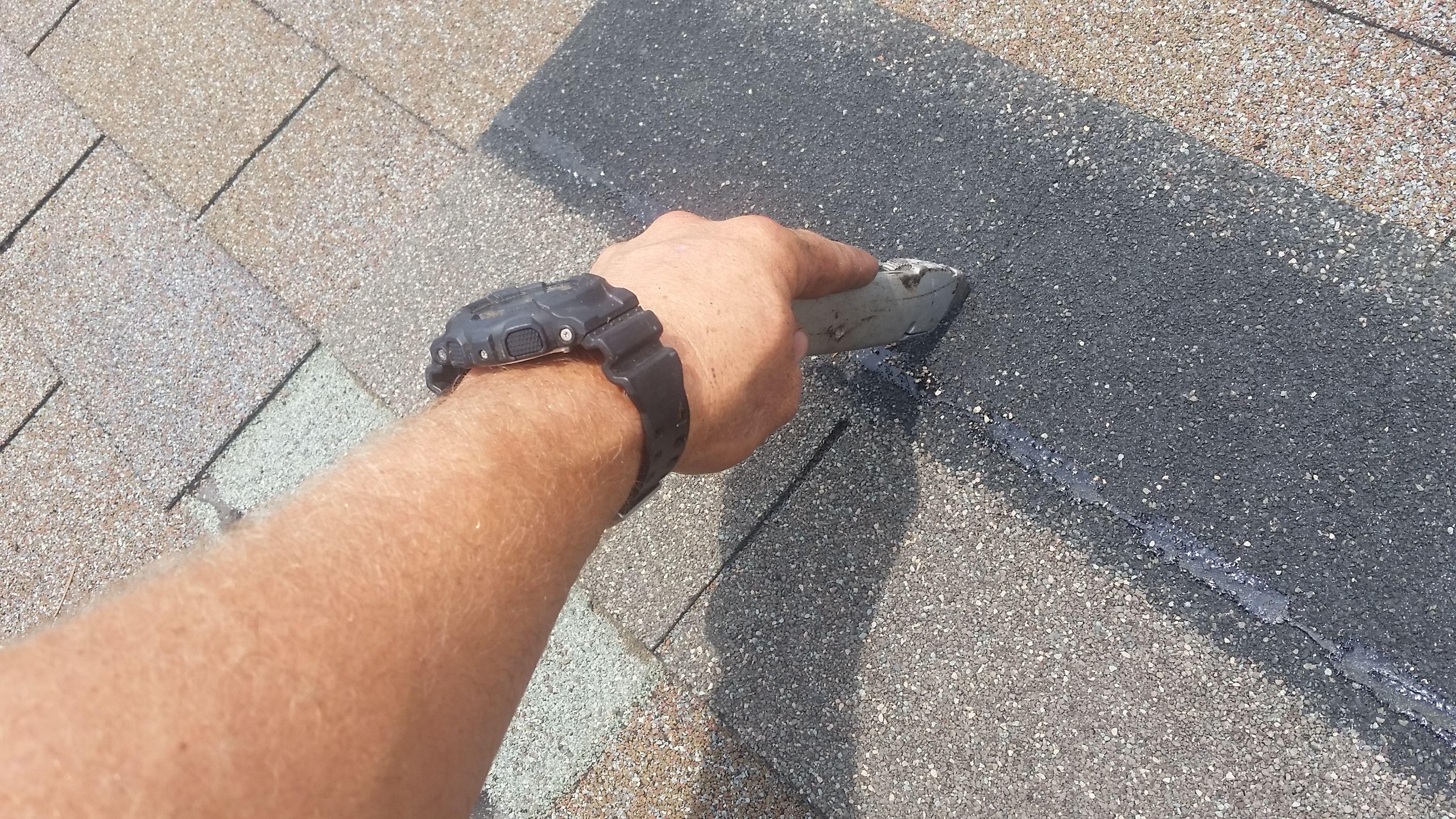 How To Replace A Missing Shingle Shingling Maintenance Jobs Roof Shingles