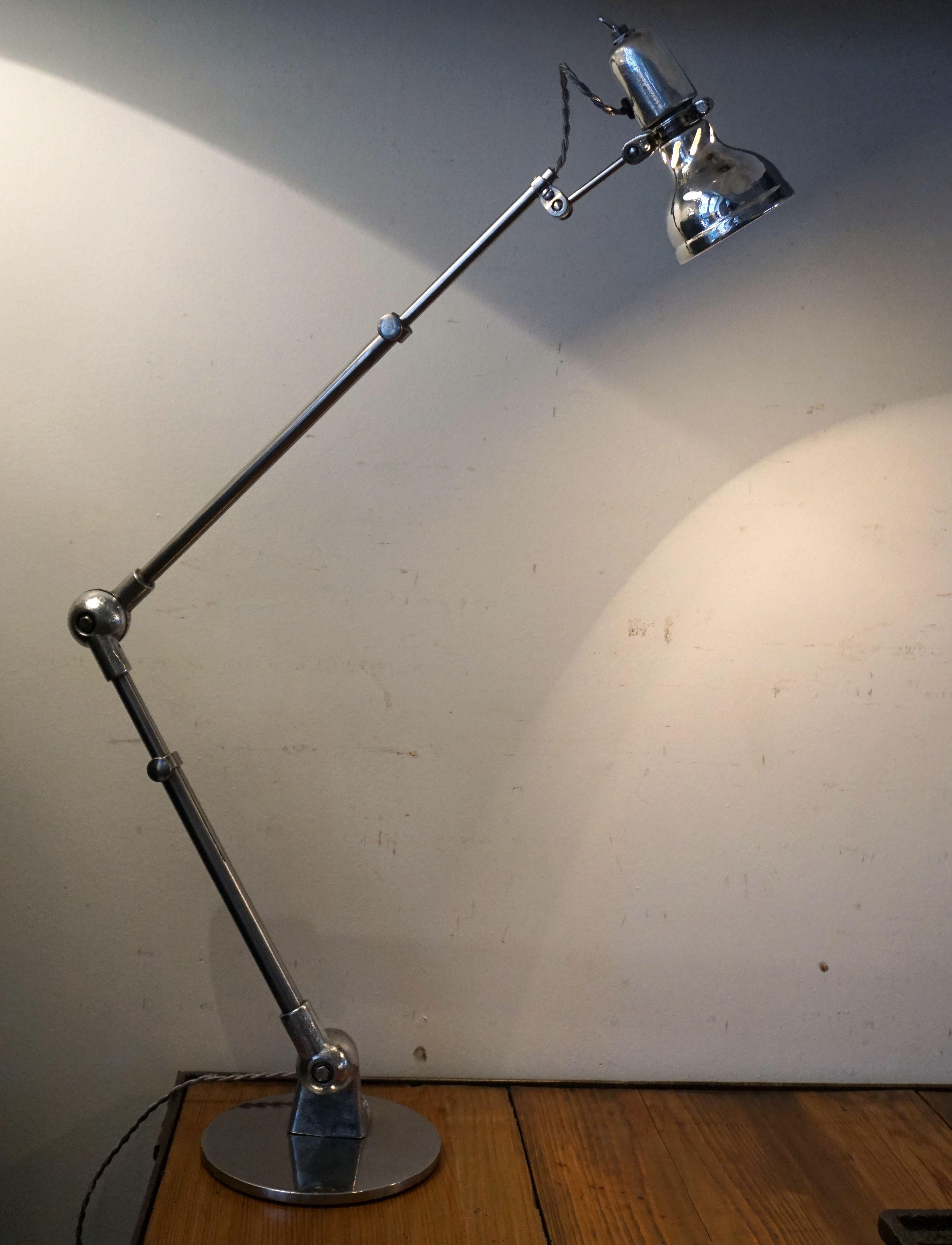 Lumina, lampe d'atelier de couture. Idéale chevet, bureau