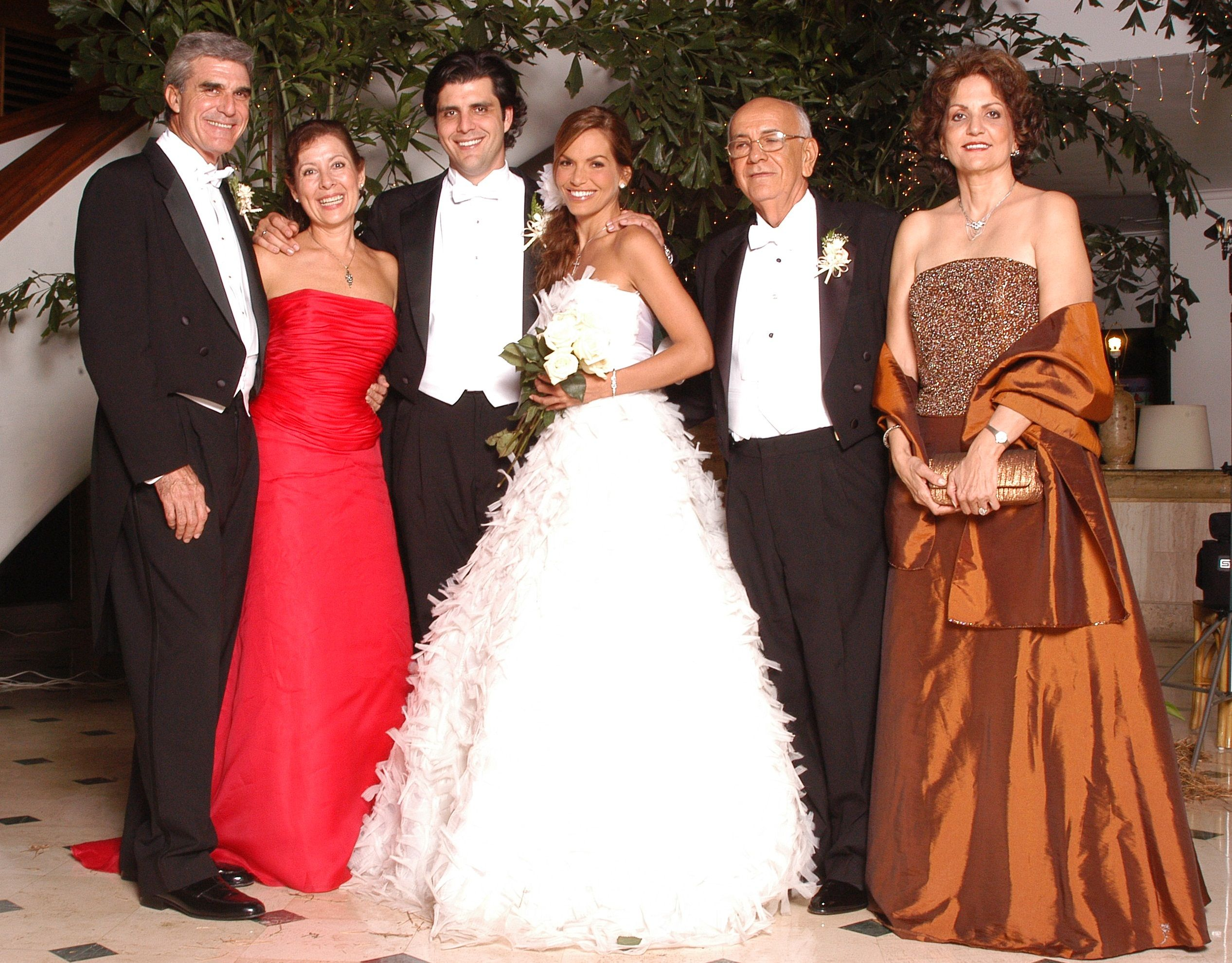 Maria jose barraza wearing silvia tcherassi for her wedding on maria jose barraza wearing silvia tcherassi for her wedding on november 2003 bridal ombrellifo Image collections