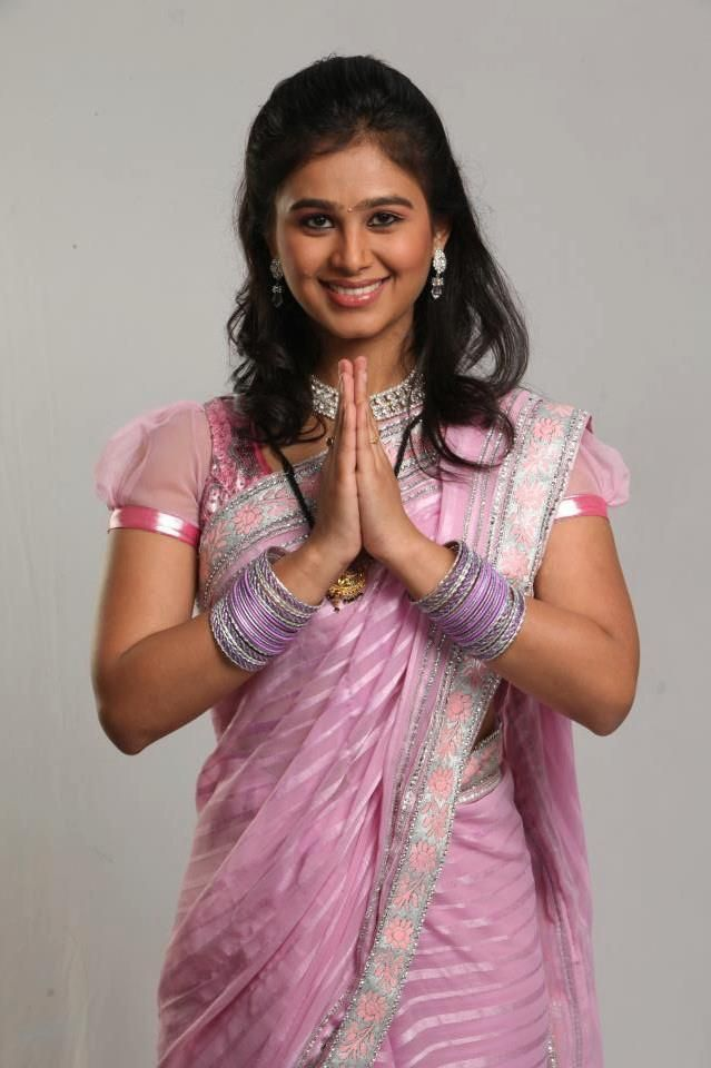 Actress mrunal dusanis in saree bollywood pinterest actresses actress mrunal dusanis in saree thecheapjerseys Images