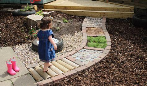 Vergessen Sie Die Fusspfade Die Schonsten Barfuss Pfade Zum Selber Machen Super Fur Die Kinder Kinder Garten Garten Naturgarten