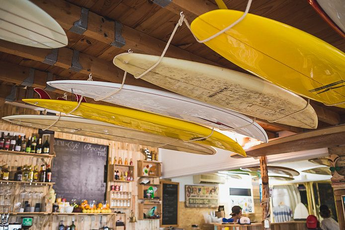 Le Salon A Saint Jean De Luz Par Www Kindabreak Com Style Surf Saint Jean De Luz Cabane Surf