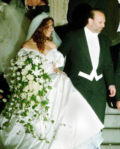 Las Bodas Mas Caras De La Historia De Hollywood Madonna Y Christina En Lista Celebrity Weddings Celebrity Wedding Dresses Bridal Party Tee