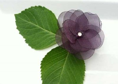 Make your own little blossom. Perfect for clips, clothes, even napkin rings.