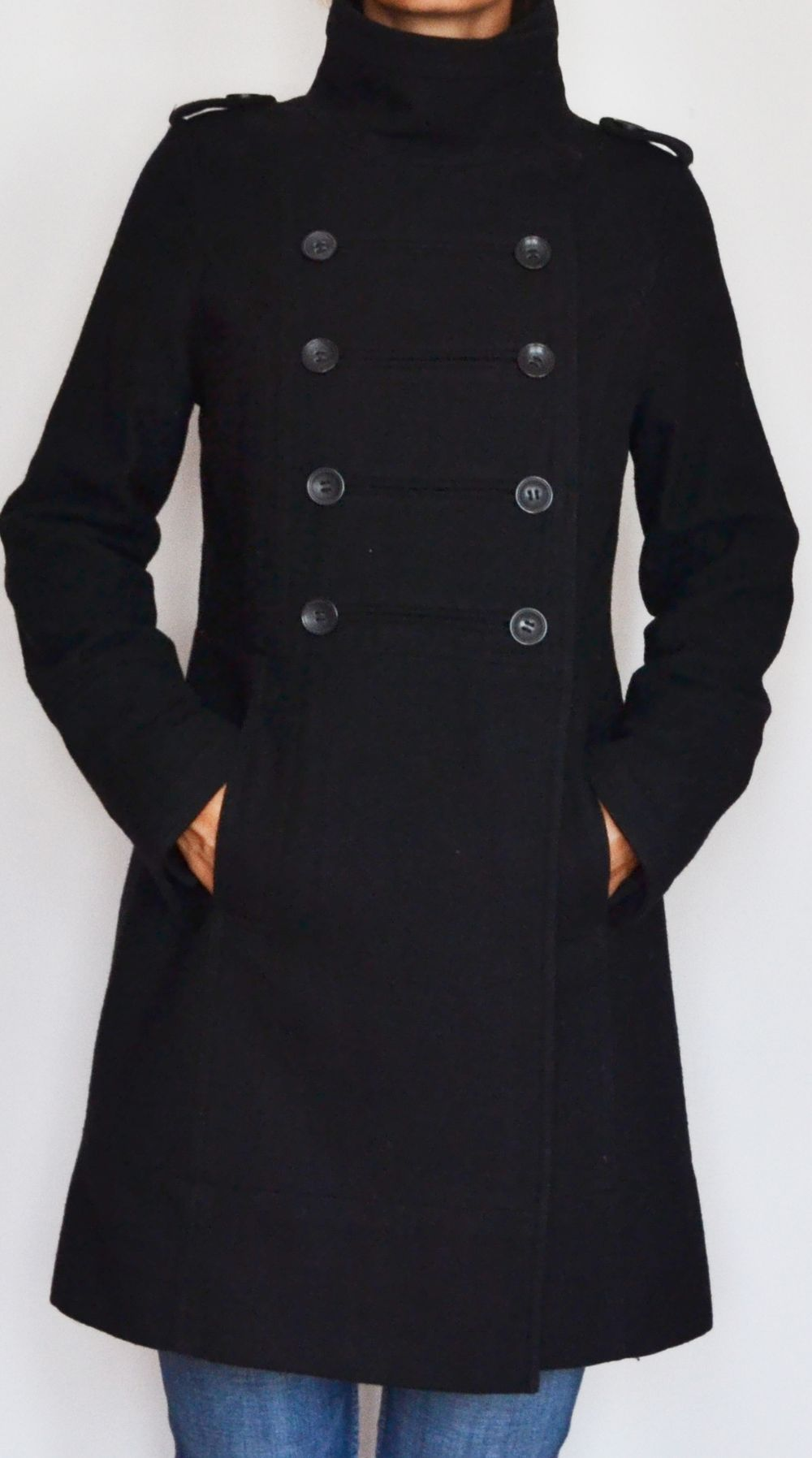 Manteau noir col officier via L vide son dressing. Click on the image to see more!
