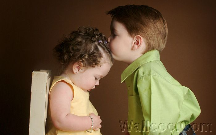 Little Boy Kissing His Little Sister Wallpaper 1920 1600 40 Wallcoo Net Cute Baby Couple Kids Kiss Cute Baby Pictures