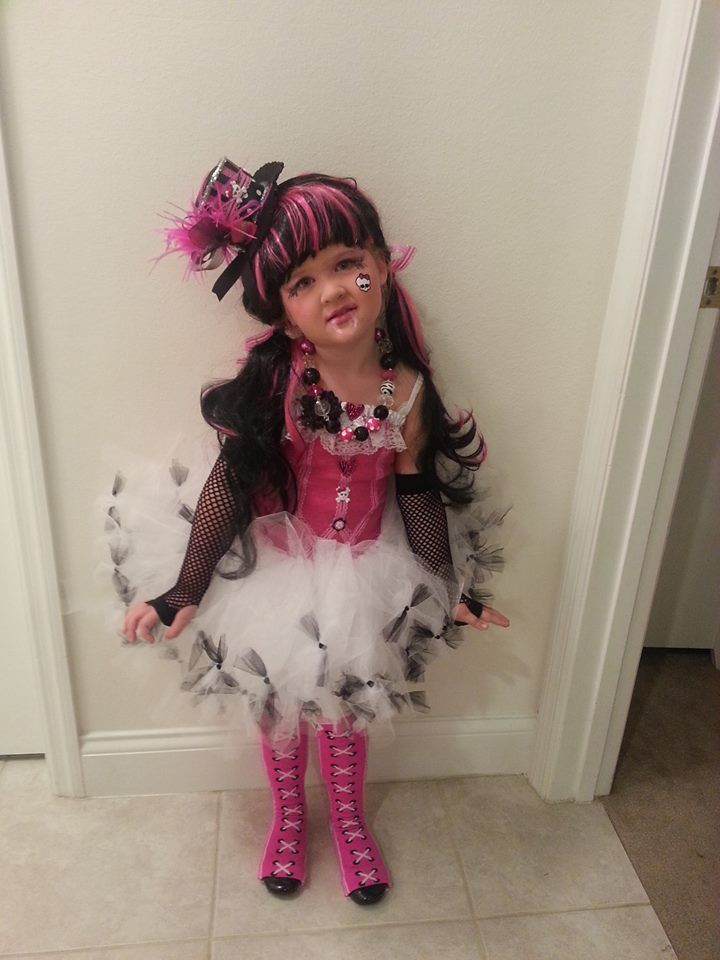 My version of Draculaura tutu costume  sc 1 st  Pinterest & My version of Draculaura tutu costume | Yep I MADE THIS ...