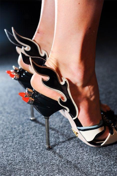 620e5bbdbd3f Chaussures Prada flammes   Chaussures originales   Pinterest ...
