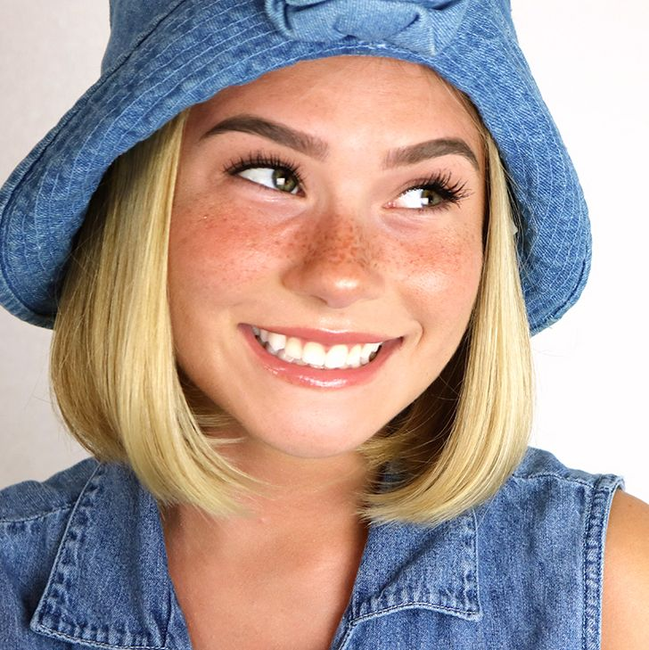 Such an easy fake freckles tutorial! Look sunkissed