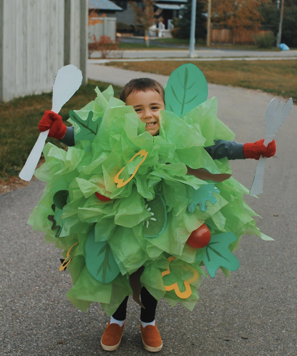 df3719133f6 Mom makes elaborate $5 Halloween costumes out of cardboard boxes ...