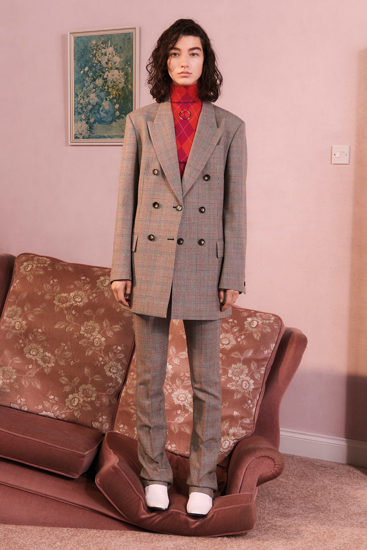 I13 room stylish and poses