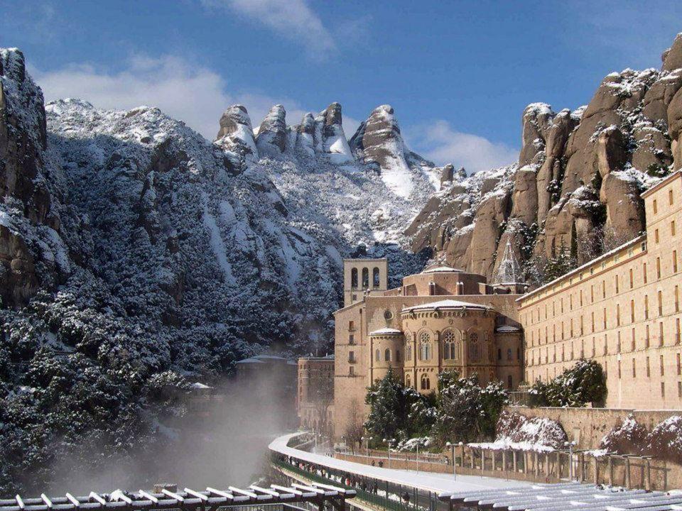Abadía y montaña de Montserrat en Barcelona