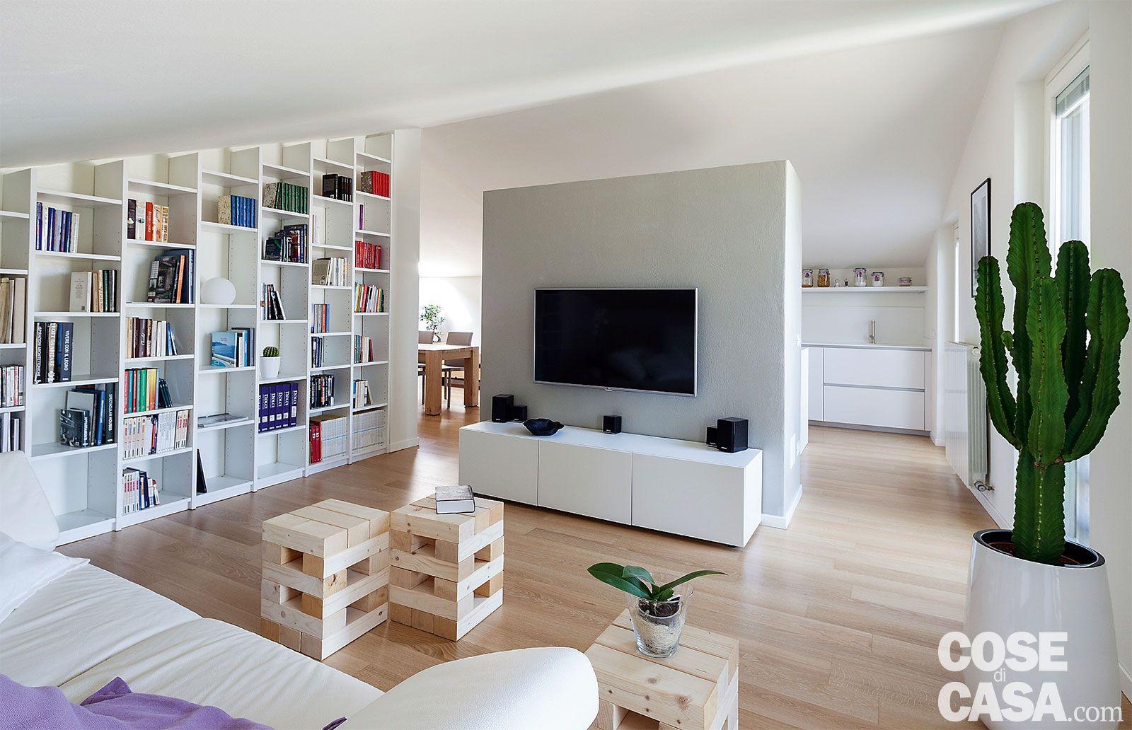 ridotte al minimo le divisioni interne, la mansarda di 110 mq ... - Soggiorno Cucina Open Space Ikea
