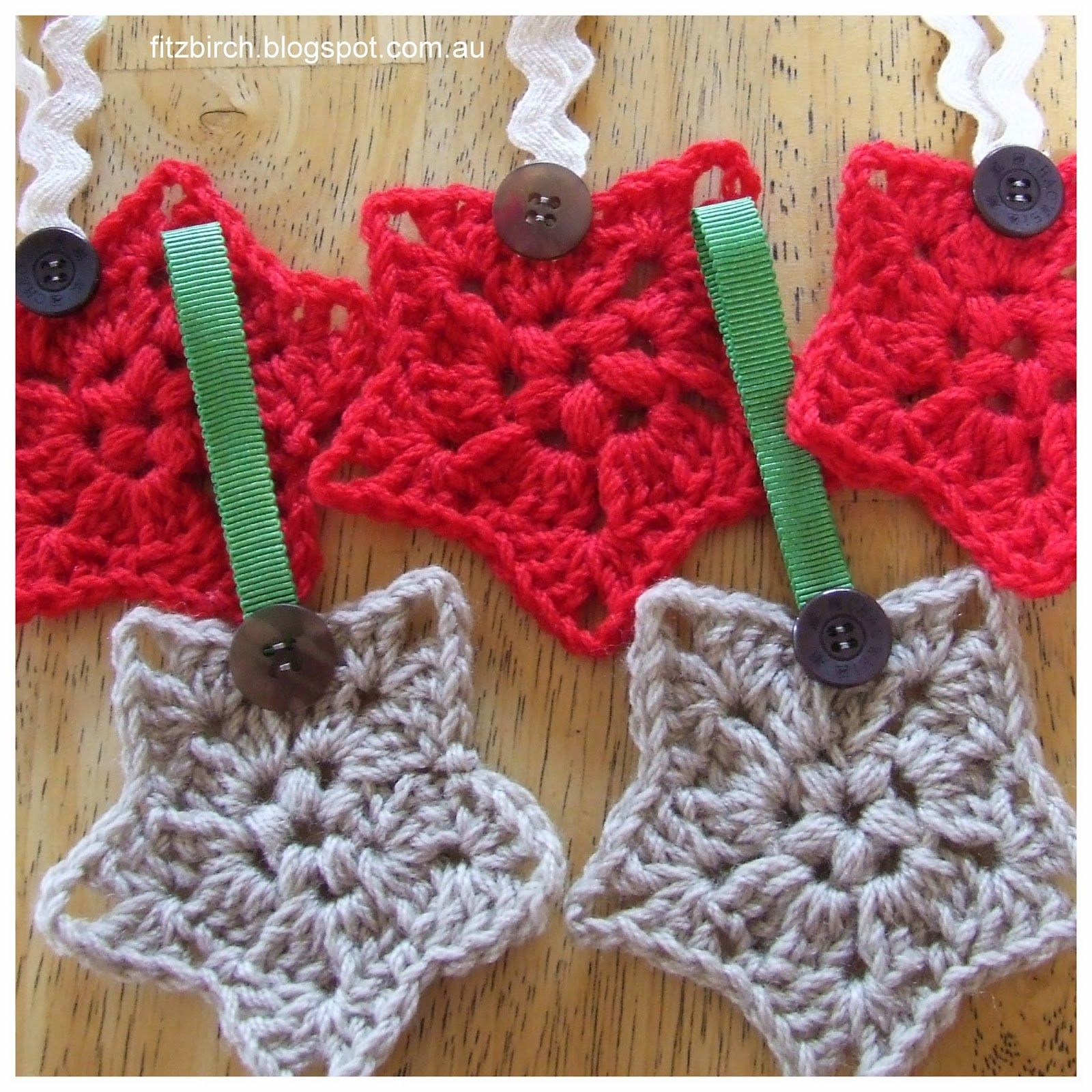 A free crochet pattern for Christmas star decorations- lovely