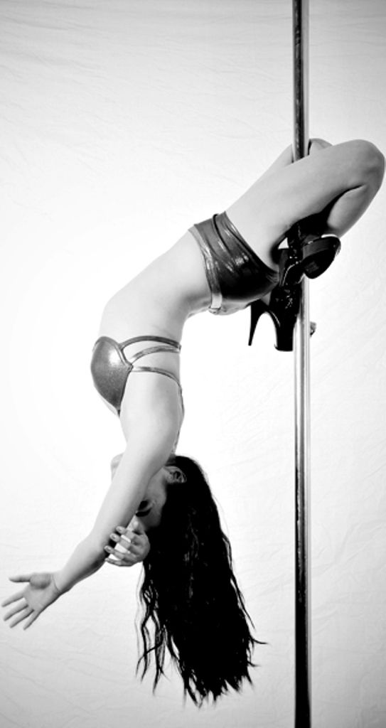 Remi Pole Dancing My Most Painful Move Ever Agkrrr Ill Get You