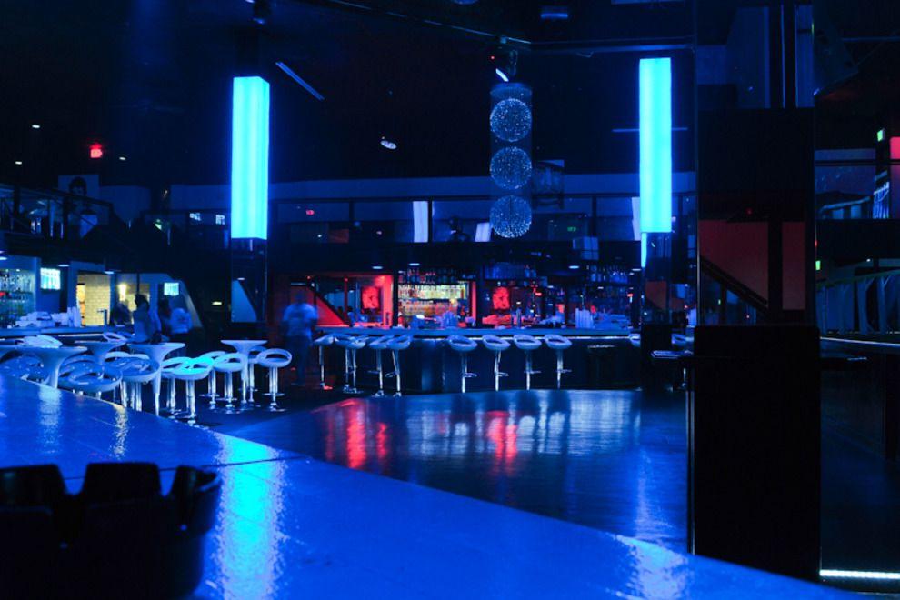 Destin Nightlife Night Club Reviews By 10best Destin Bachelorette Trip Night Life