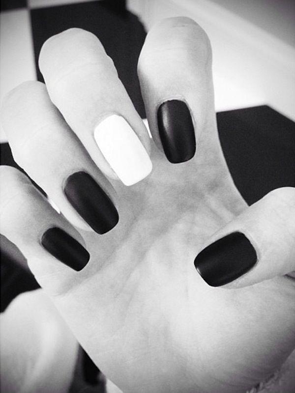 Kendall Jenner - Black and White Nail Polish | C l a w s | Pinterest ...