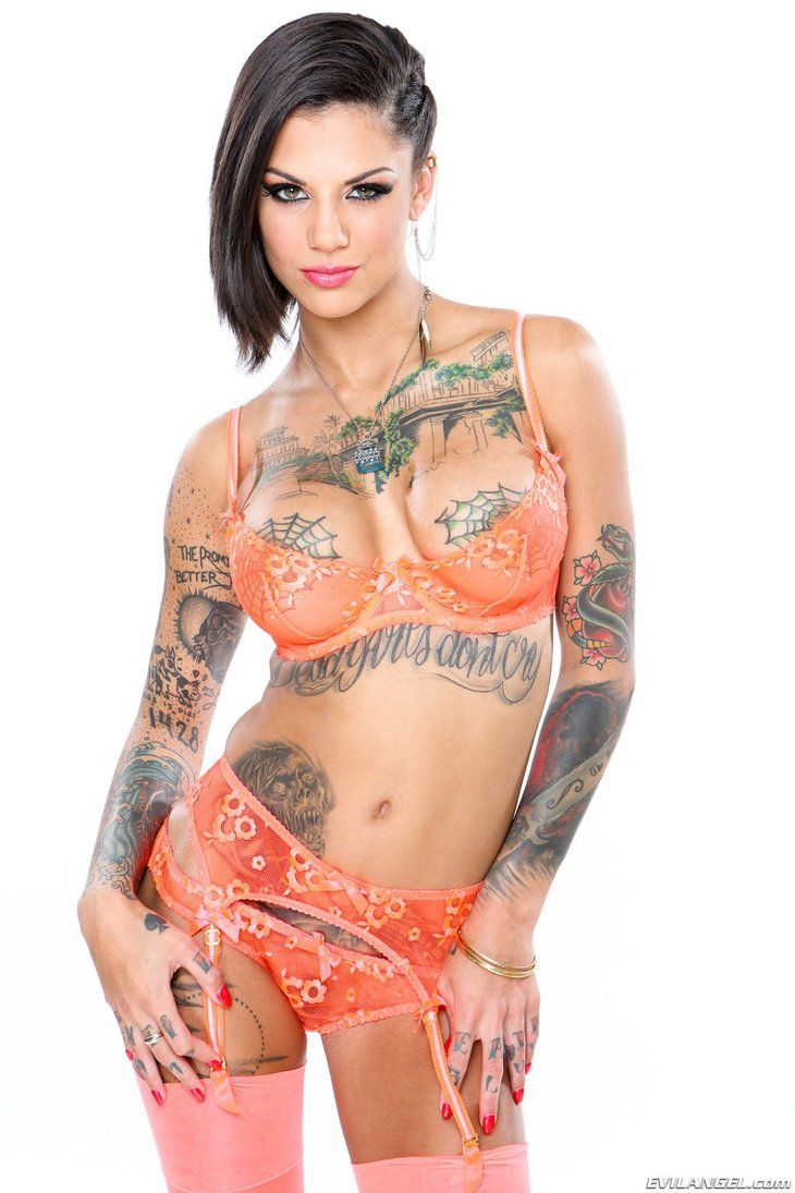 Sexiest women with tattoos nude