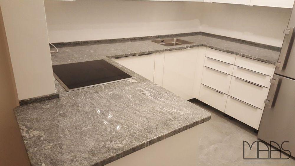 Der Multicolor Grün schafft ein lebendiges und zeitloses Ambiente - küchen granit arbeitsplatten