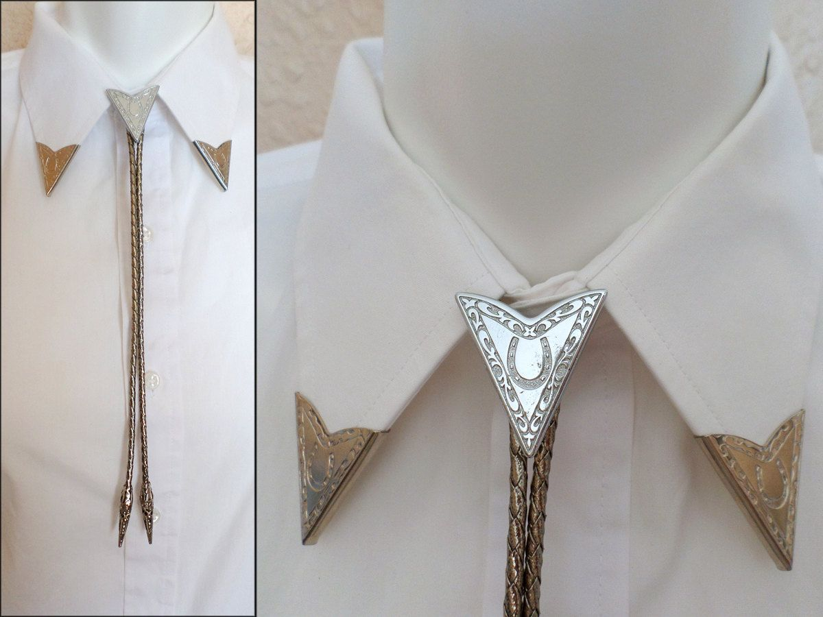 92ae9fb35e9c 1990s Vintage Silver Collar Point Bola Bolo Tie and Collar Tips Set with  Horseshoe Detail Here is a beautiful vintage western bolo tie with matching  collar ...