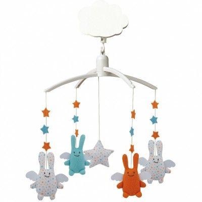 Le mobile musical Ange lapin étoiles par Trousselier émerveillera bébé avec sa douce mélodie et ses petites peluches colorées.