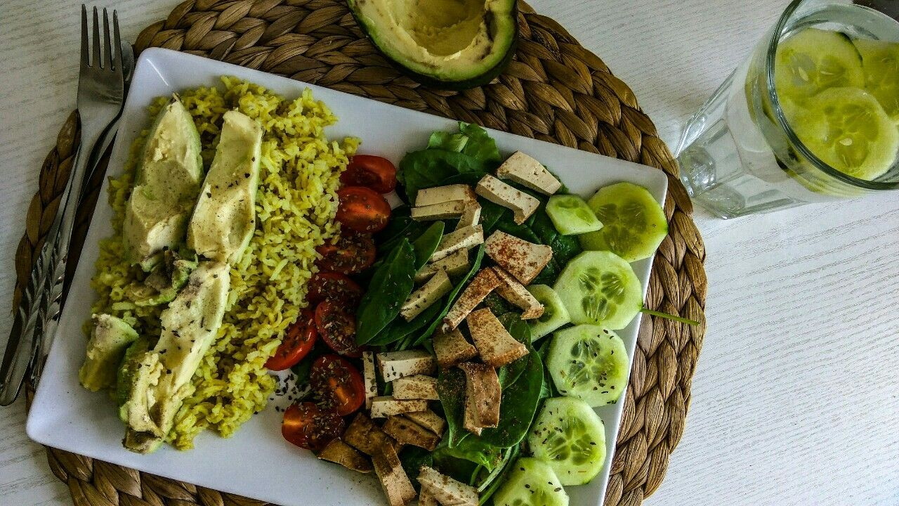 My favourite dinner 🤗 here is my little tip for ultra quick dinner-avocado, rice, tofu 🙋 only 300 kc...