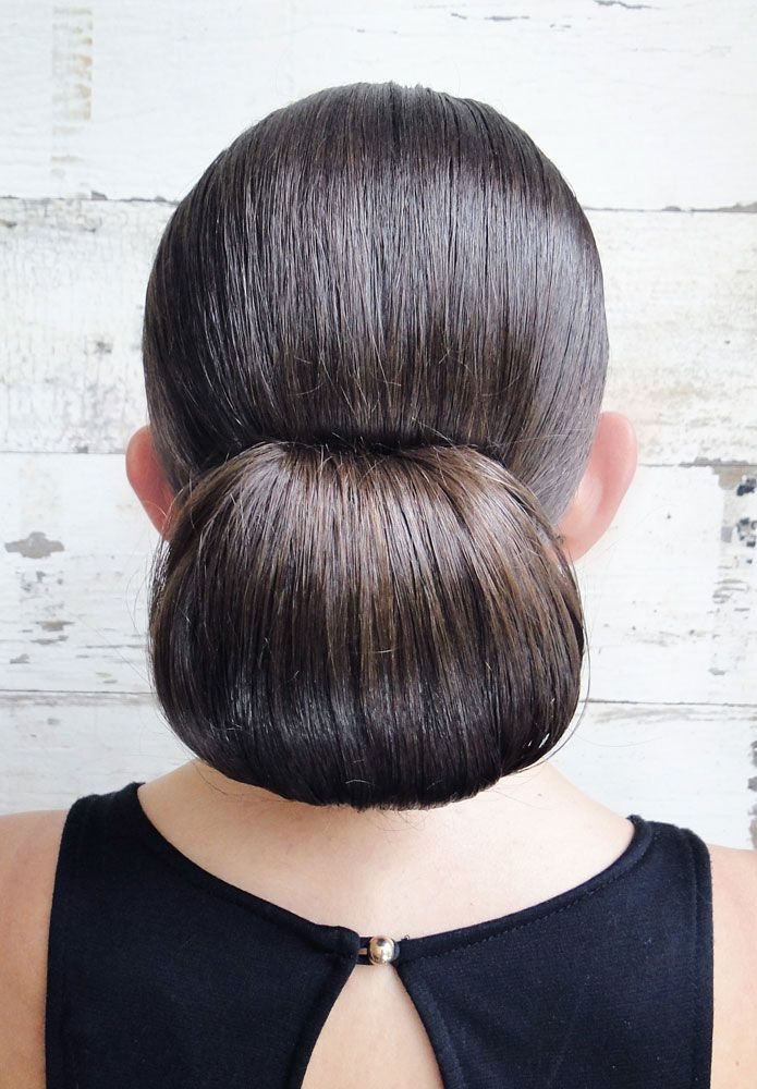 HOW-TO: Sleek Holiday Bun #updo #hair