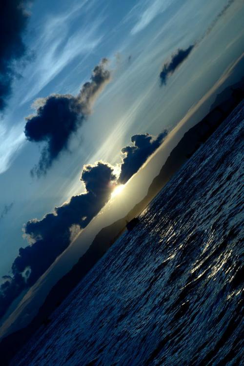 el mar entre las nubes.