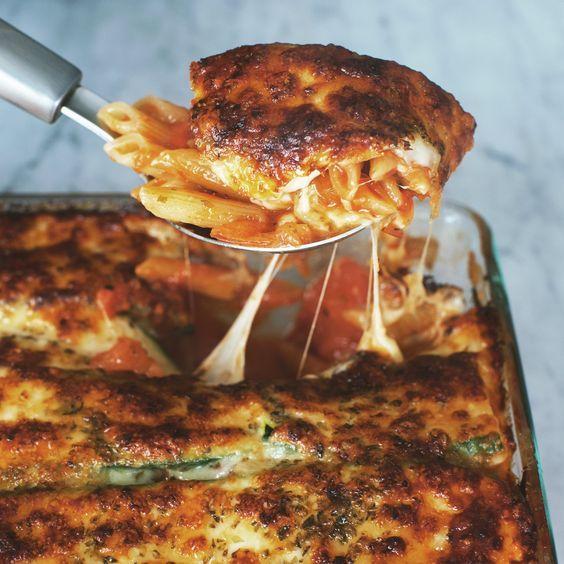 Nudelauflauf mit Tomaten und Zucchini | Rezept mit Video | Kitchen Stories