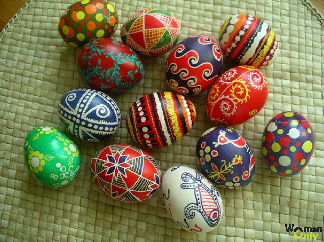 Роспись пасхальных яиц воском - разные орнаменты ...