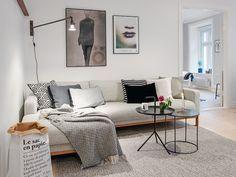 Pude / Lampe / Plaid / Plakat / Plakat / Sofa / Pude / Lysestage / Krus / DLM bord ... Læs mere på bloggen.