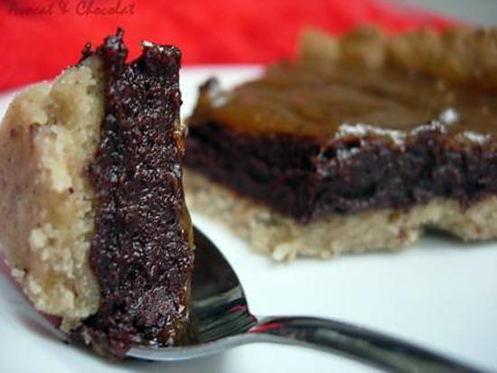 """Tarte """" CHILI """" : Mousse cuite au chocolat noir avec une pointe de piment et son caramel de banane"""
