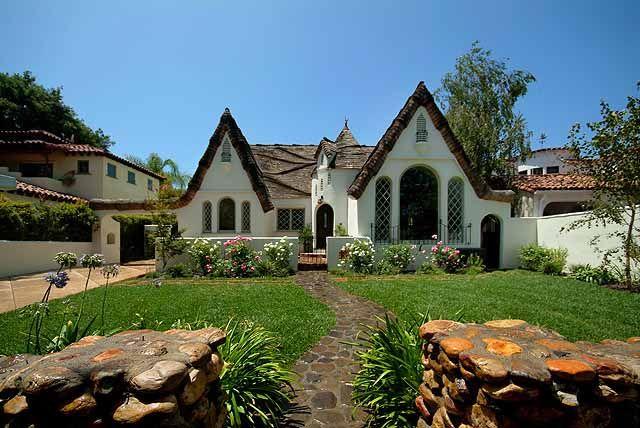 Lovely GORGEOUS Cottage. Michael Walker Designs:  Http://michaelwalkerdesignbuild.com/agshh