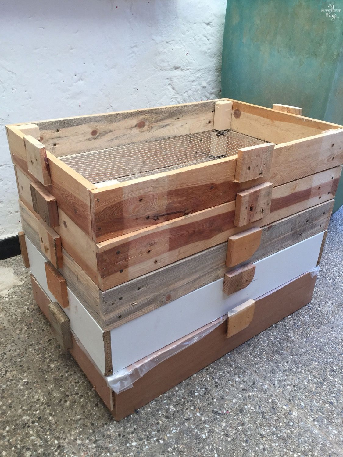 Diy worm compost bin for worm composting