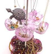 Recycled bottle jewelry stand- instructions are in Japanese- includes photos.