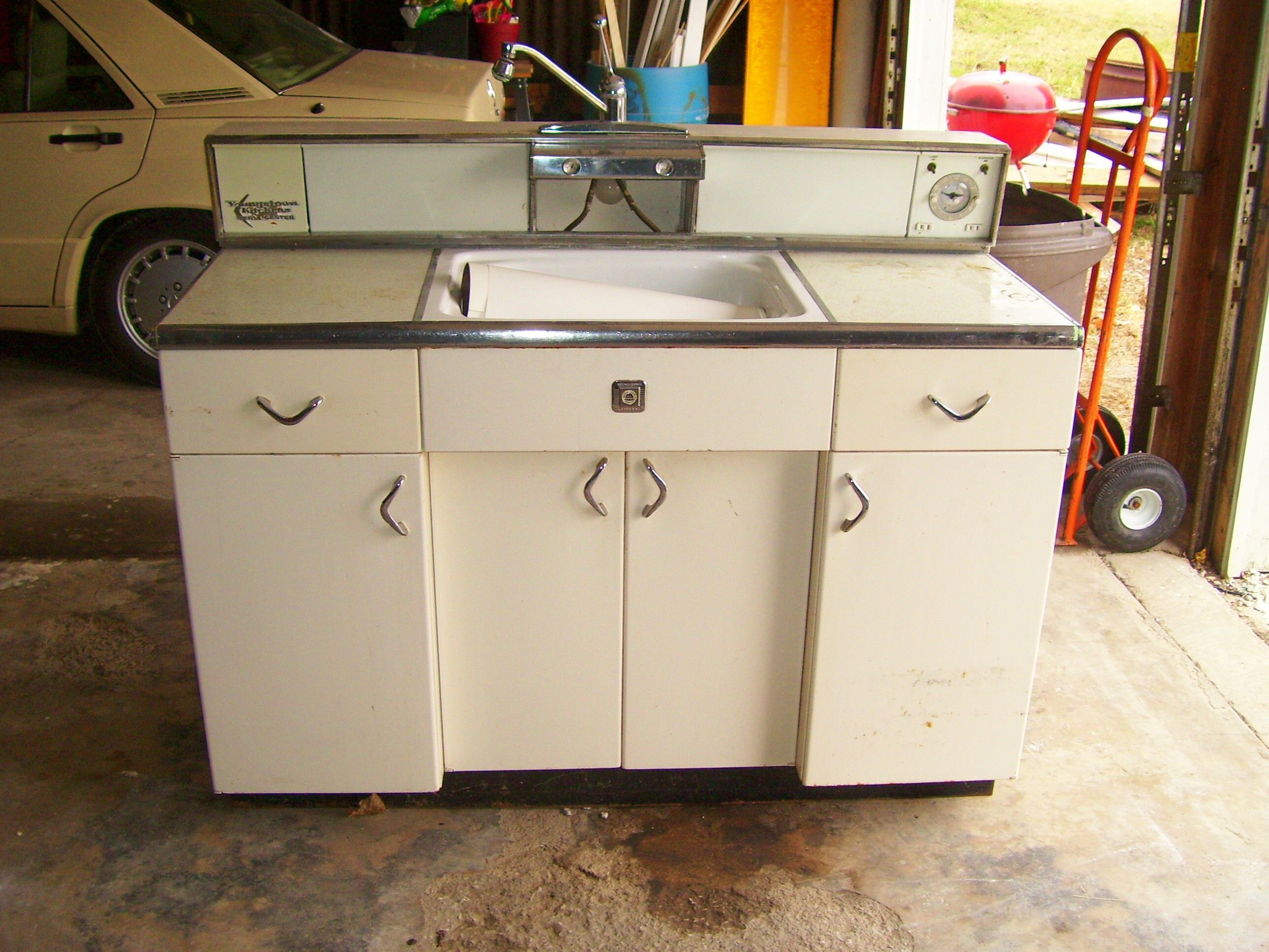 This Is What We Are Looking For Old Metal Cabinets And Any Retro Bathroom Kitchen Stuff We Are Gonna Metal Kitchen Cabinets Kitchen Cabinets Metal Kitchen