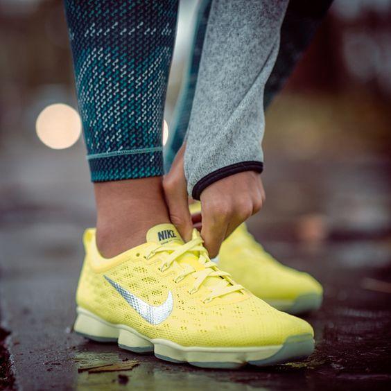 tenis nike mujer amarillos