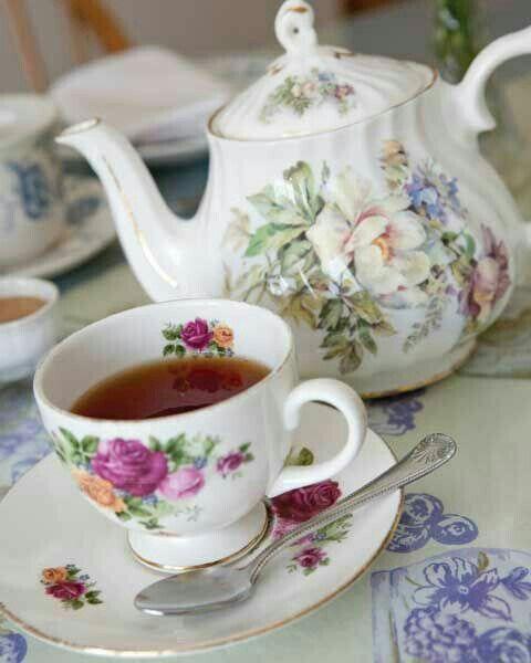 бабушка пьет чай перевод на английский
