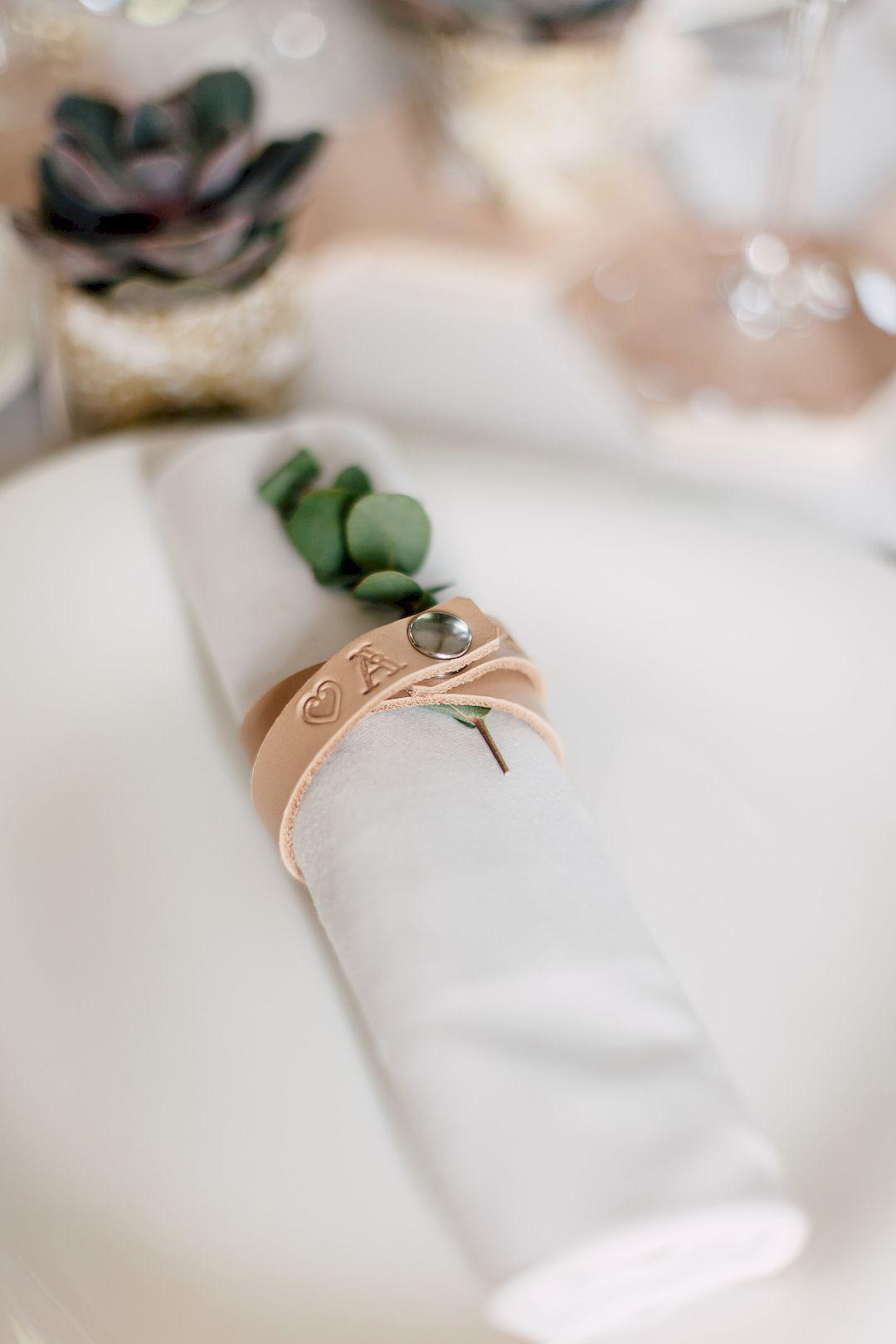 Diy Rond De Serviette diy rond de serviette mariage original en cuir | rond de