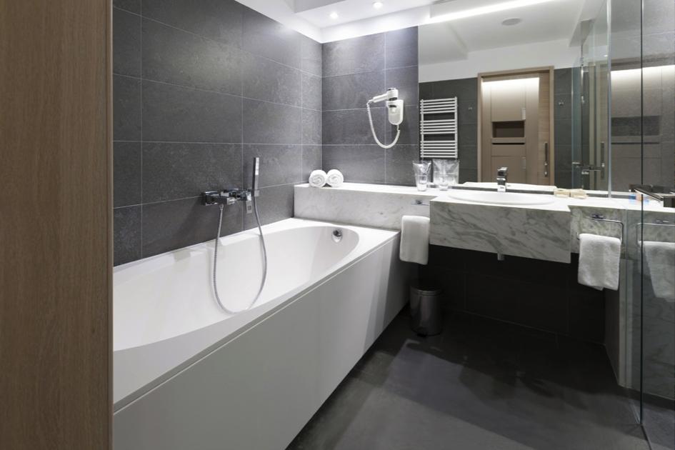 Afbeeldingsresultaat voor bad en douche ineen | Badkamer | Pinterest
