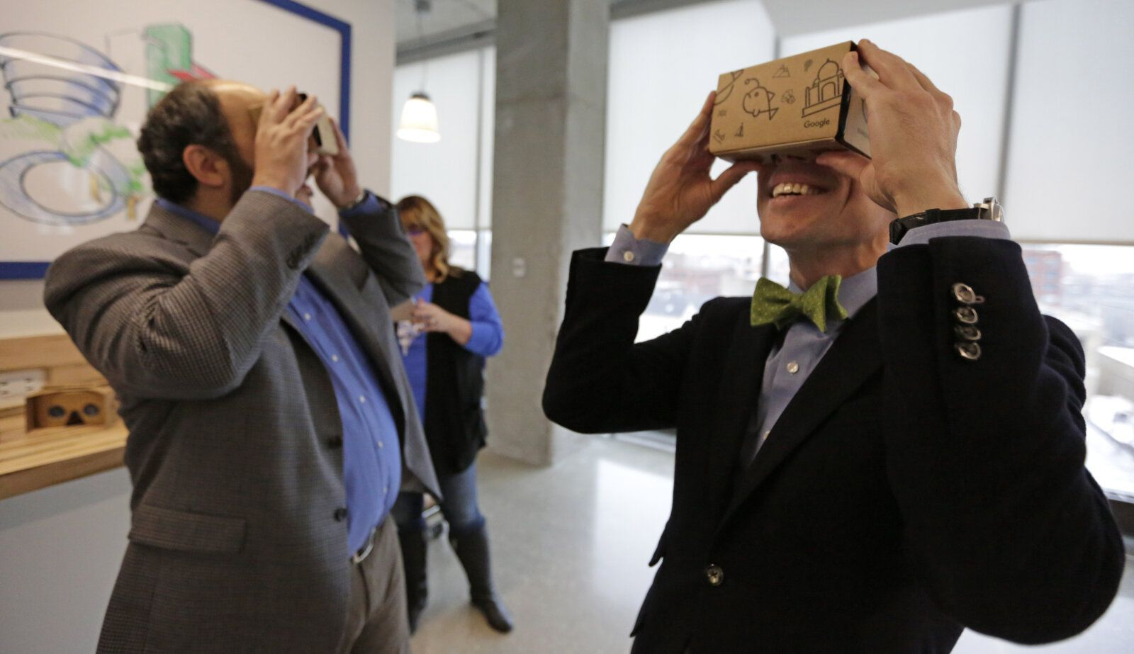 Google open sources Cardboard as it retreats from phone