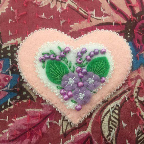 LYNN: Brooch, heart shape, felt, pink with white heart in